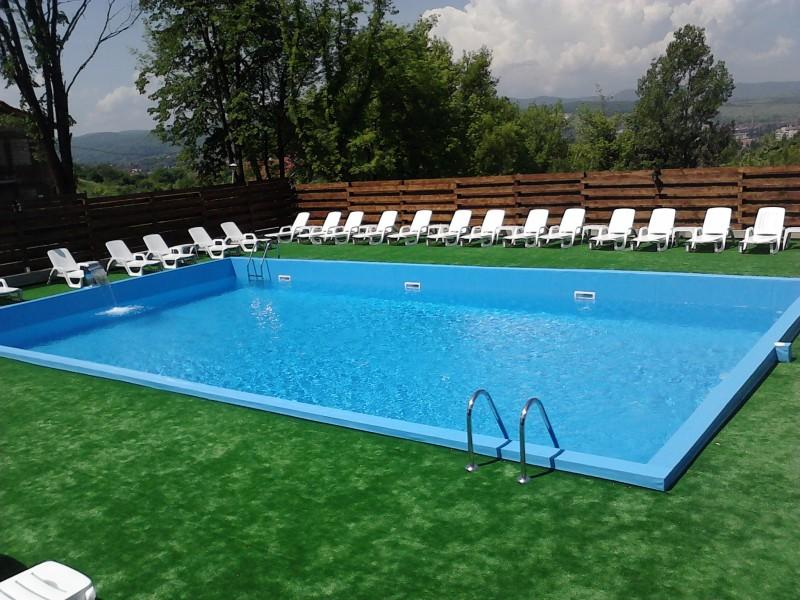 Piscine spa jacuzi accesorii piscine deva s c piscin for Construim piscine